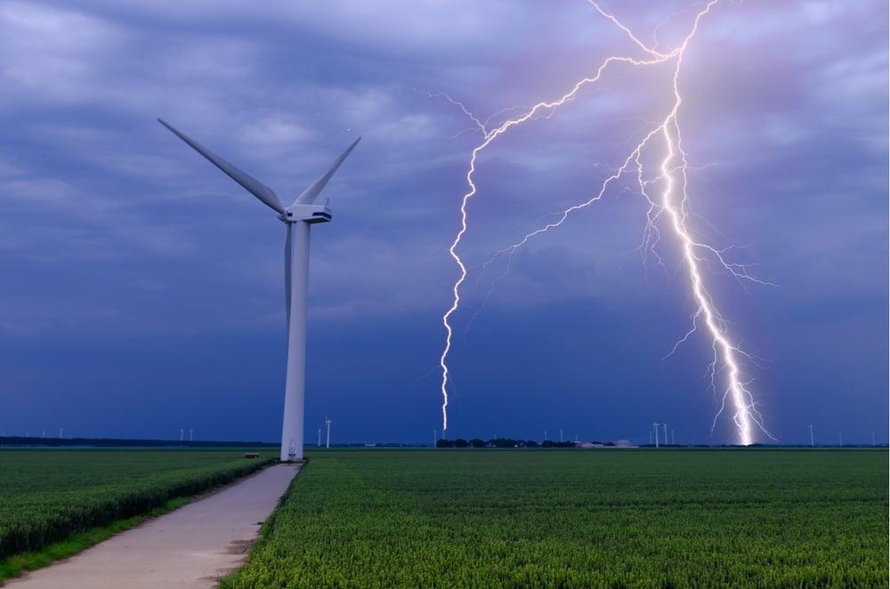 wat-te-doen-bij-onweer-en-bliksem-buiten